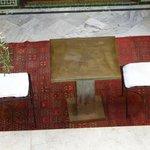 all'arrivo, colazione bordo piscina e pasticceria marocchina con ottimo the alla menta