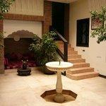 Aufenthaltsraum, Treppe führt zu Zimmern oberes Geschoss
