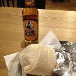 Burrito und Mate-Getränk