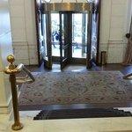 All' entrata dalla Concierge e la vista bellissima della hall.