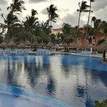 bar pool closest to beach