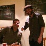 Julien, le tenancier, à droite :-)