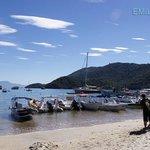 Playa de Abraao, en hora pico.