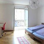 Großes geräumiges Zimmer mit Balkon, Flat-TV, SAT Programme