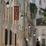 Photo of Hotel du Roussillon