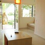 Ma Chambre avec porte fenêtre donnant sur petite terrase et vue sur Mer.
