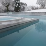 Jaccuzzi access is not easy with the snow (need to climb from the swimming pool!)