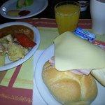 Frühstück mit Saft und Kaffee