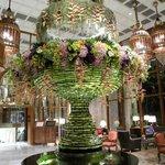 imposanter Blumenschmuck in der stilvollen Lobby