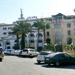 hotel gezien vanaf de Ave Mohamed V