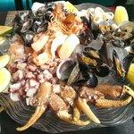 Diferente a la foto del menu. Pesca fresca es un plato no fresco con diminutas conchas y almejas