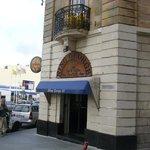 King George VI bar - entrance