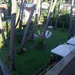 il giardino dell'hotel visto dalla camera