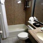 2 Queen Oceanfront Room Bathroom