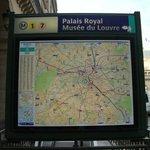 Mapa da estação de metrô do Museu do Louvre.