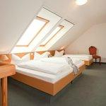 """Dreibettzimmer © Hotel & Restaurant """"Am Alten Rhin"""""""