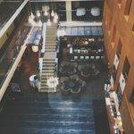 Вид из лифта на холл и номера :)