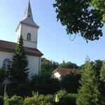 Vue sur l'église depuis le jardin