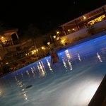 vue nocturne de la piscine