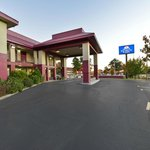 Americas Best Value Inn & Suites - Jackson Coliseum