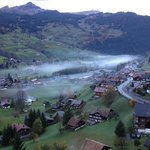 Blick vom Balkon in den unteren Ort Grindelwald