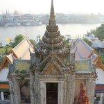 Vista do alto da escadaria do templo