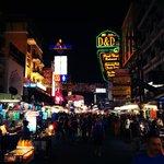 Placa do hotel na Khao San Road