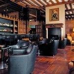 Oak Bar Club Style