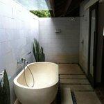 Outdoor bathroom in the Beach Villa