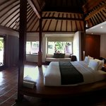 The Beach Villa lay out. The bathroom is outside and the doors to it are located behind the bed.