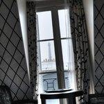 Vue sur la Tour Eiffel depuis le lit ;)
