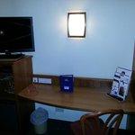 TV mit Schreibtisch