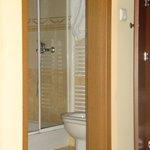 Clean bathroom, nice products