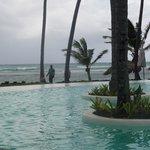 piscine au bord de la mer