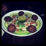 Salad falafel & avocado!
