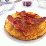 Botched! anemic looking Pancakes... So I did the unspeakable in silent protest: bacon+ maple syr