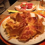 Nachos al formaggio con salse