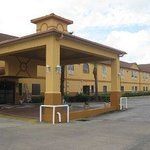 Photo of Days Inn & Suites Pasadena