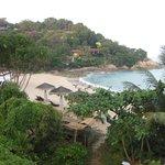 Вид на пляж от второго бассейна