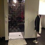 douche ouverte sur la chambre