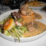 Vol-au-vent with chicken, sweetbreads and mushrooms