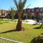 Atrio hotel con piscina