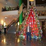 Arbol de Navidad en el hall del hotel