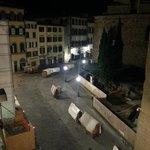 San Lorenzo market stallholders setting up in morning