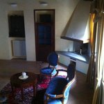 Splendido salotto della Don Giovanni (a sx la porta della cucina e quella del ripostiglio-lavand