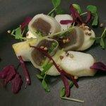 Seiche basse temperature,maki de chou rave thon et condiment persil, chevre frais fume