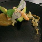 Creme de crevette grises, shimeji en pikles, avocat et crevette bouquet