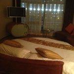 Прикольная круглая кровать