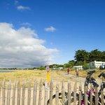 Piste cyclable bord de mer devant le camping