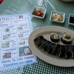 Plato de Kimbap (김밥) en Arang